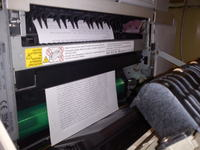 Ricoh 1045 - blokuje kartki przy wyjściu z ksera na półkę
