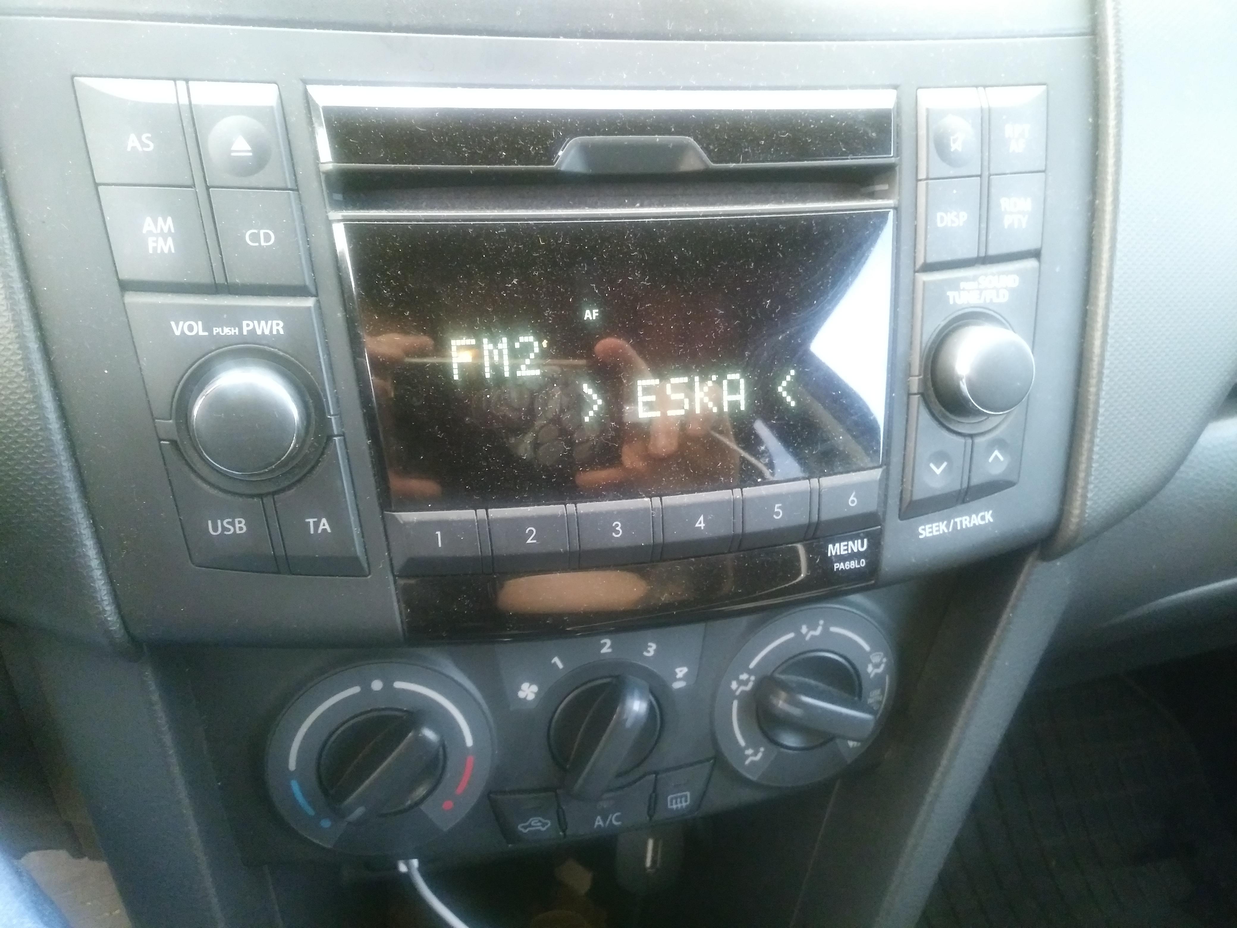 Tylko na zewnątrz Suzuki Swift 1.2 2011r - potrzebne AUX, jak dodać? XW06