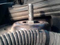 Wymiana poduszek przednich amortyzator�w Fiat Stlo JTD