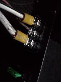 Tuba gra niepoprawnie podczas większego uderzenia basu, wzmacniacz Auna CH2