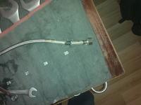 Bateria łazienkowa, kuchenna - sztywne przewody zamiast wężyków.
