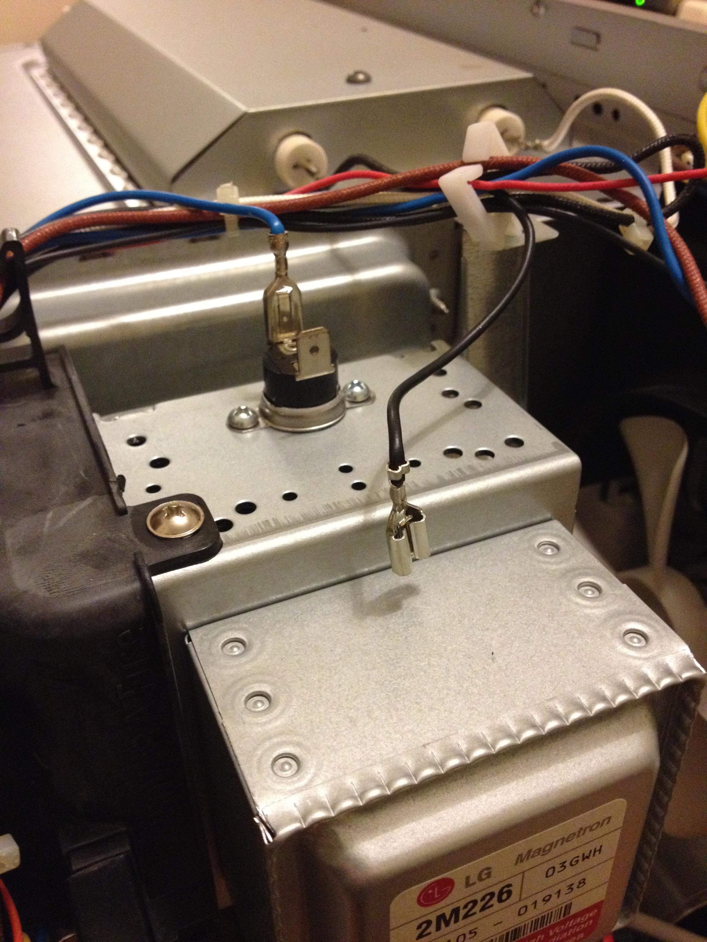 Whirlpool VT265/BL - Mikrofala wy��cza si� po kilku sekundach