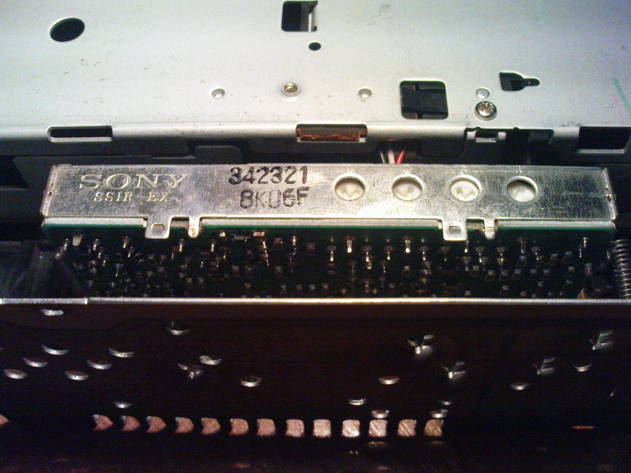 Sony CDX-3250 - S�abo odbiera fale radiowe/zak��cenia po zasilaniu