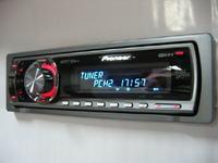 Jakie radio wybrać żeby podłączyć 2 wzmacniacze ??