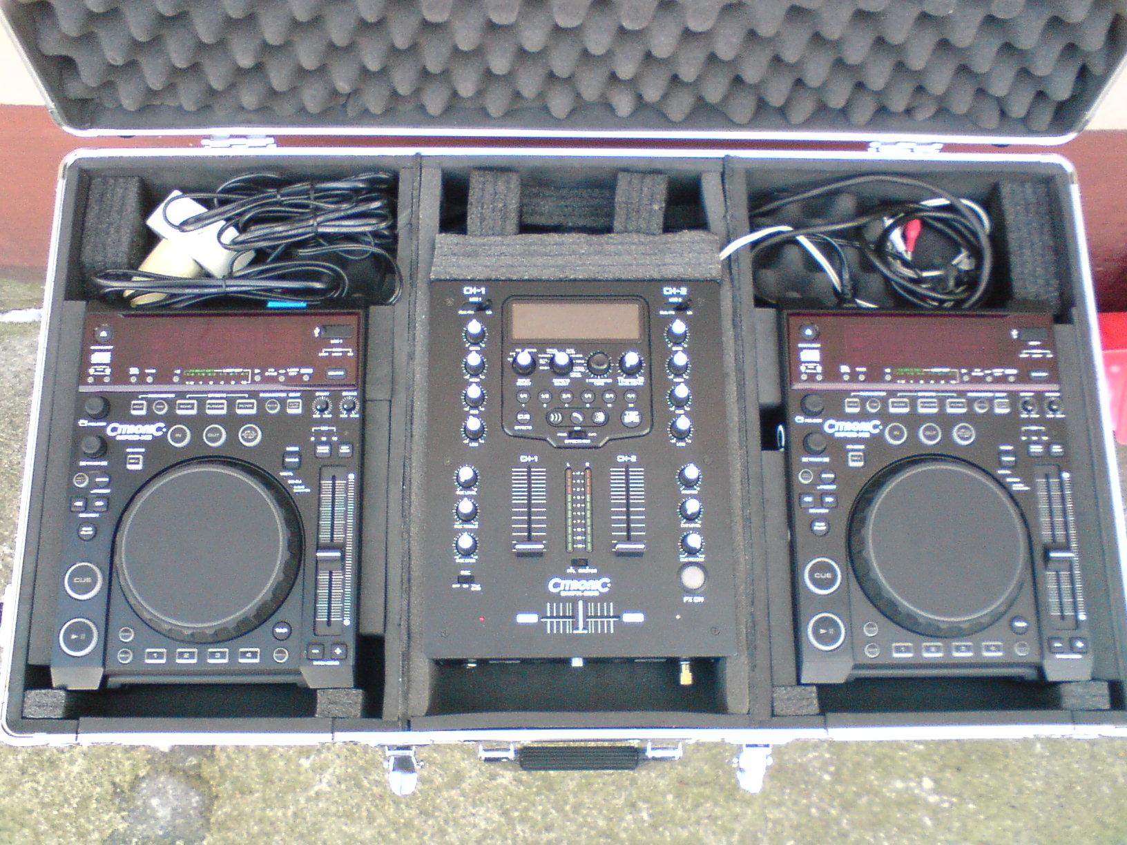 [Sprzedam] Konsola dla DJ-a (2xcd player + mixer + case + s�uchawki i przewody)