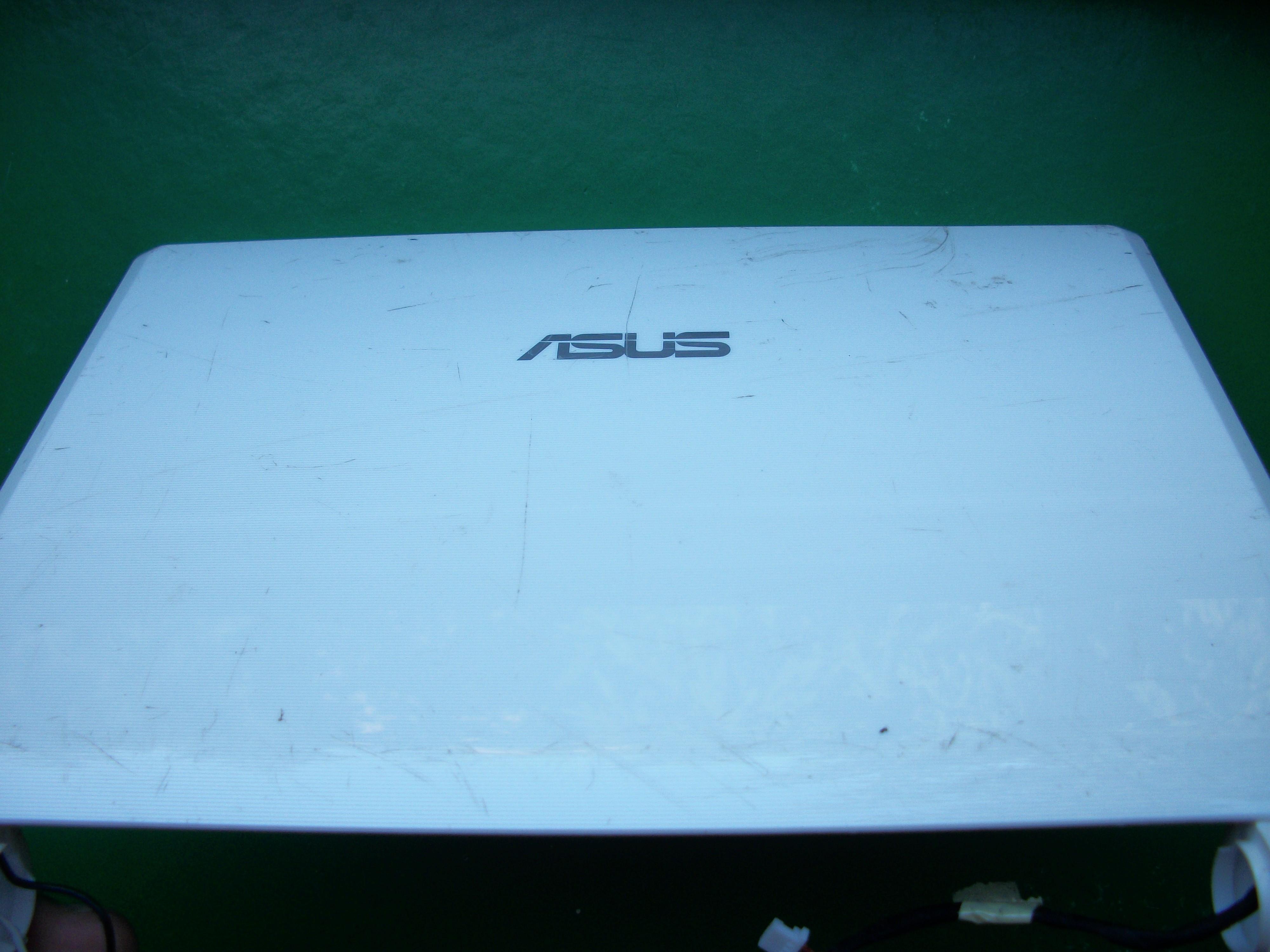 [Sprzedam] Zawiasy, przednia ramka, tylna obudowa i kamerk� do Asus Eee Pc 900