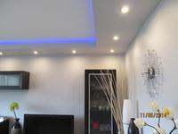 Oświetlenie LED w narożniku i zasilanie z dwóch stron