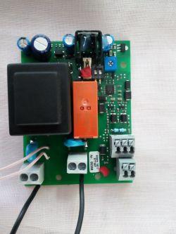 Przekaźnik czasowy załączany przyciskiem piezoelektrycznym ?