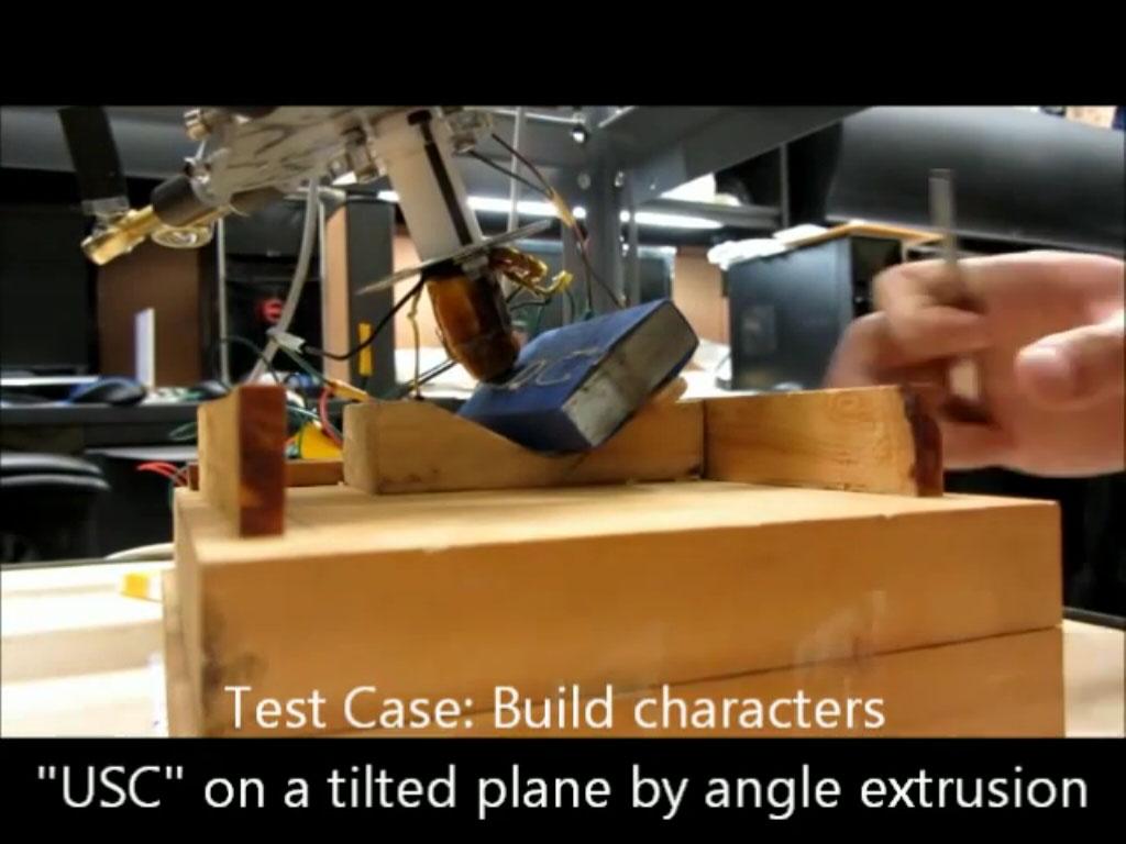 Drukarka 3D z g�owic� o 6 stopniach swobody.