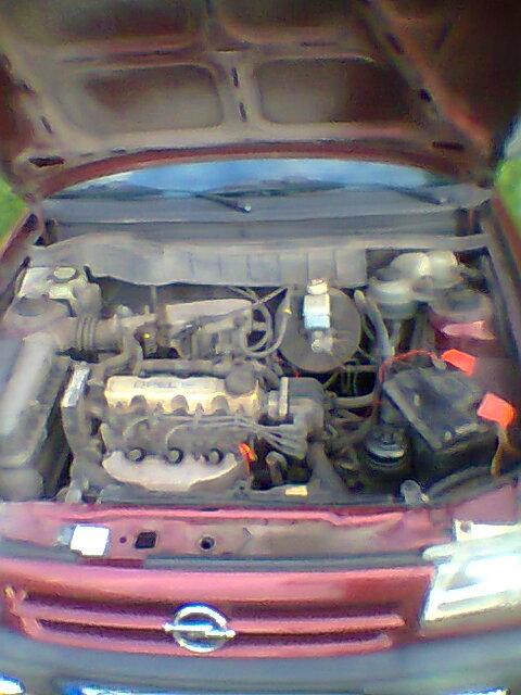 Opel Astra F 1,6 8V benzyna -  plus po stacyjce komora silnika