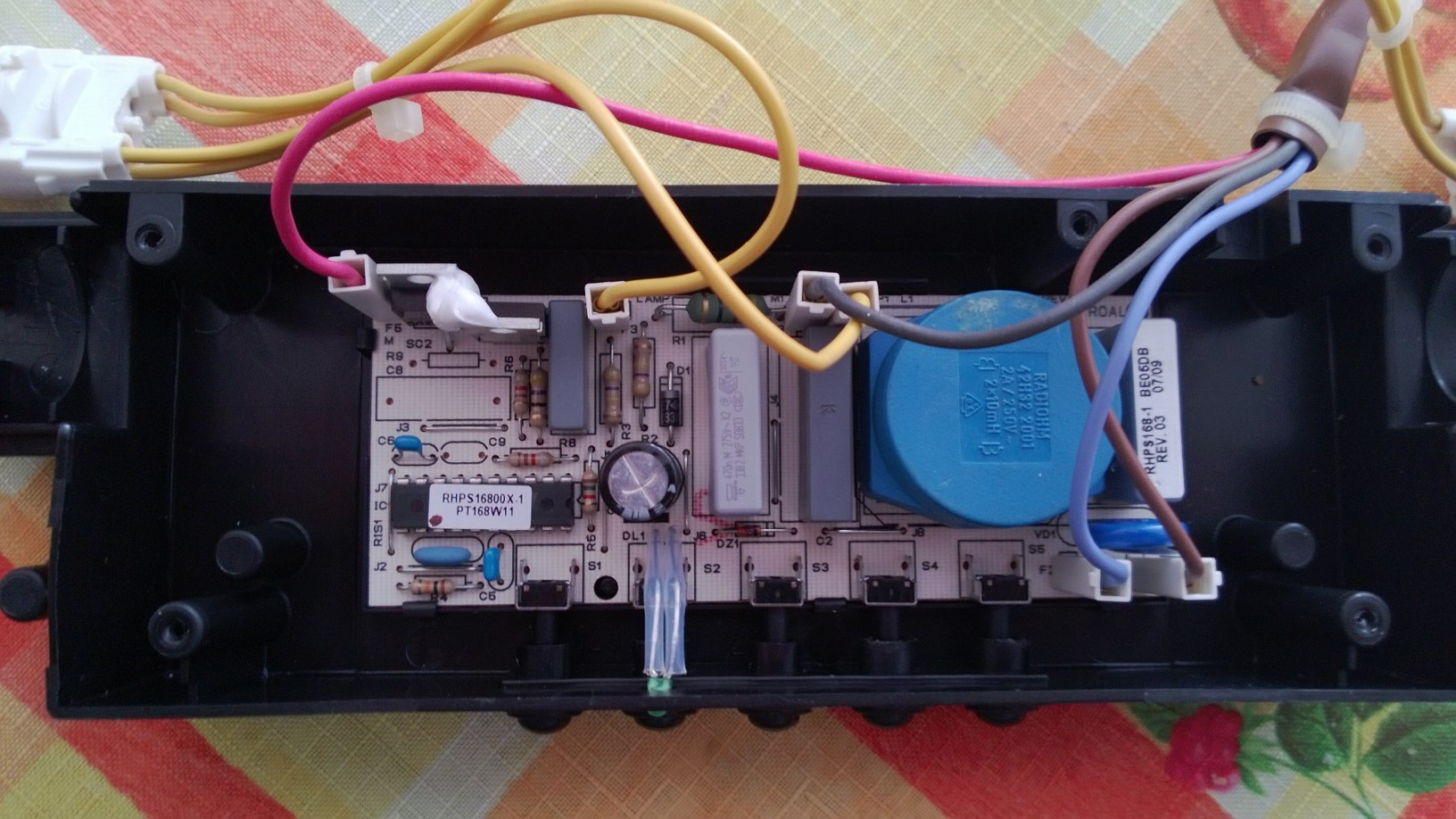 Ariston HB 90.E IX/HA - nie gasn�ca �ar�wka po uszkodzeniu p�ytki