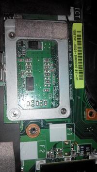 Lenovo Y530 - Brak pod�wietlenia matrycy LED i przesta� si� w��cza�.