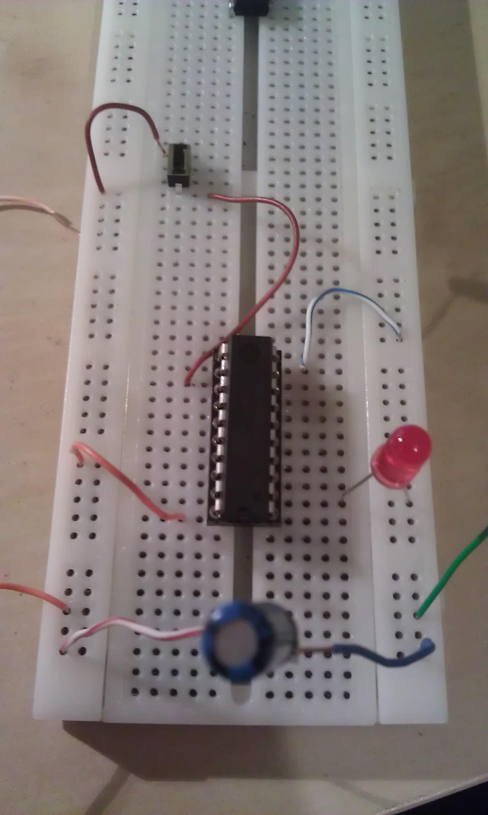 [Attiny2313][Bascom]Zapalanie i gaszenie diody przyciskiem