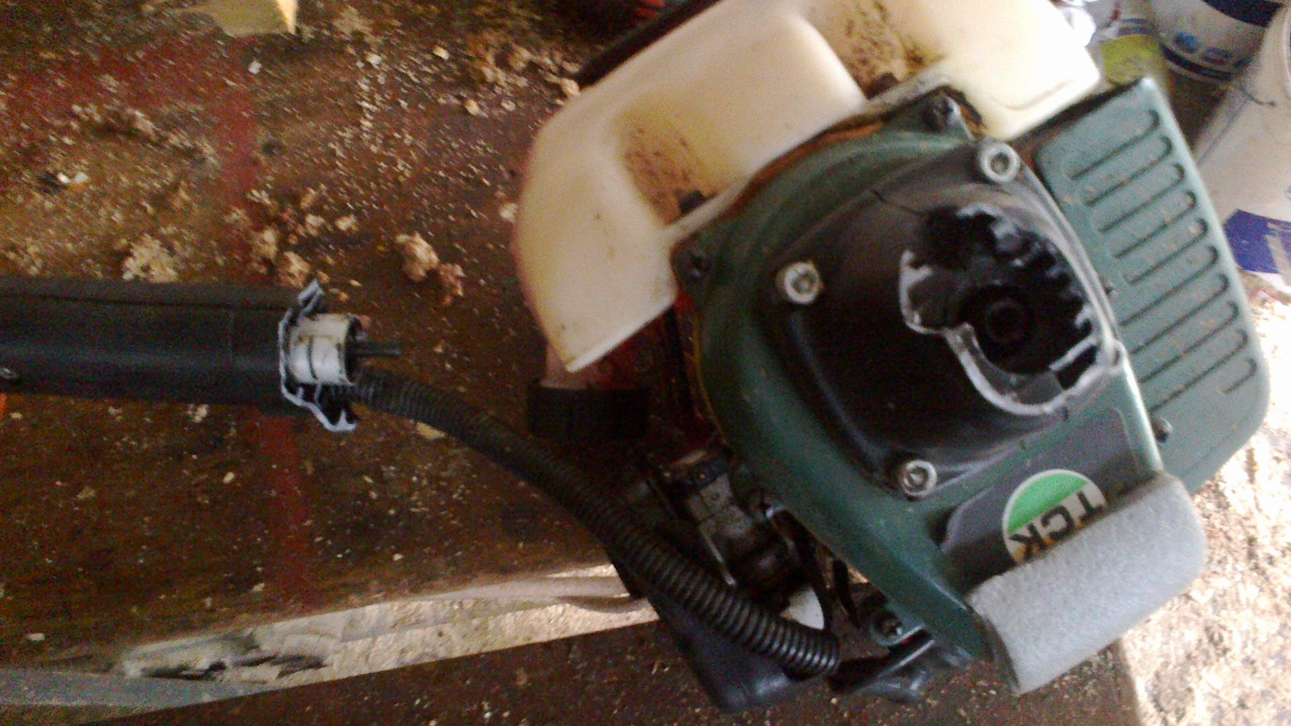 Ppodkaszarka TCK dcbt 2638 - uszkodzona obudowa sprz�g�a.