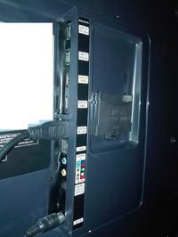 Full HD Smart TV K5600 Seria 5 - Brak wyjścia aux. Jak podłączyć głośniki ?