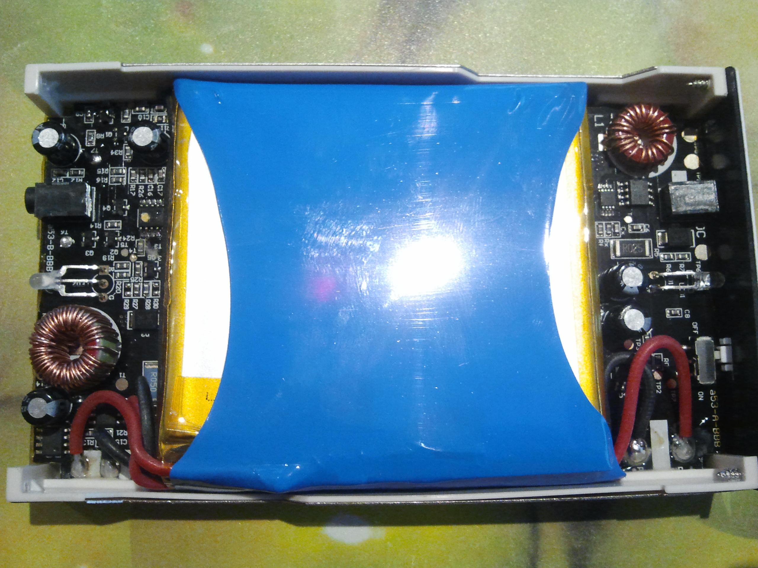 Akumulator CB1000 - Czy potrzebna �adowarka?