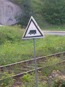 """Ciągłe sygnały """"Baczność"""" na linii kolejowej"""