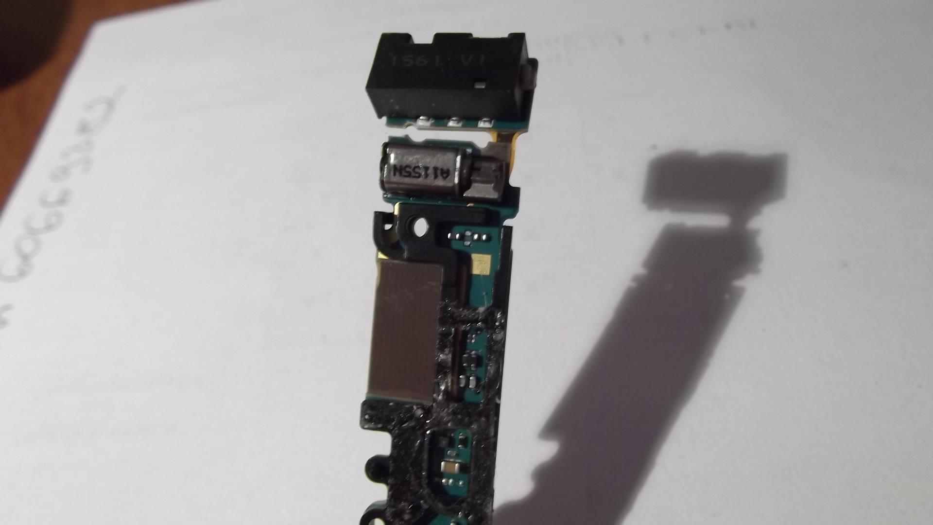 Nokia N8 - Telefon po zalaniu + ma�a niespodzianka - pro�ba o opini�/schemat