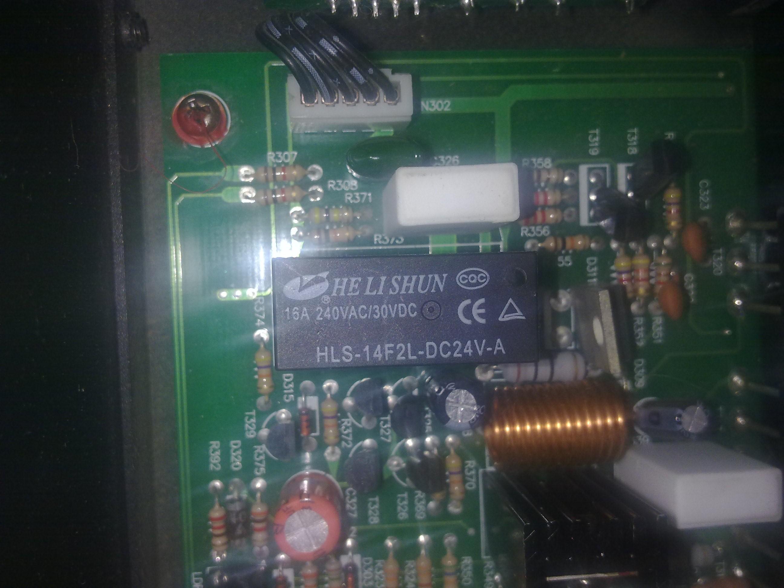 Uszkodzony przeka�nik w T.Amp E800
