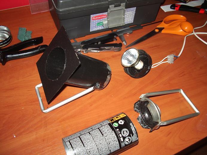 Mini PAR domowym sposobem z żarówką halogen. w oprawie GU-10