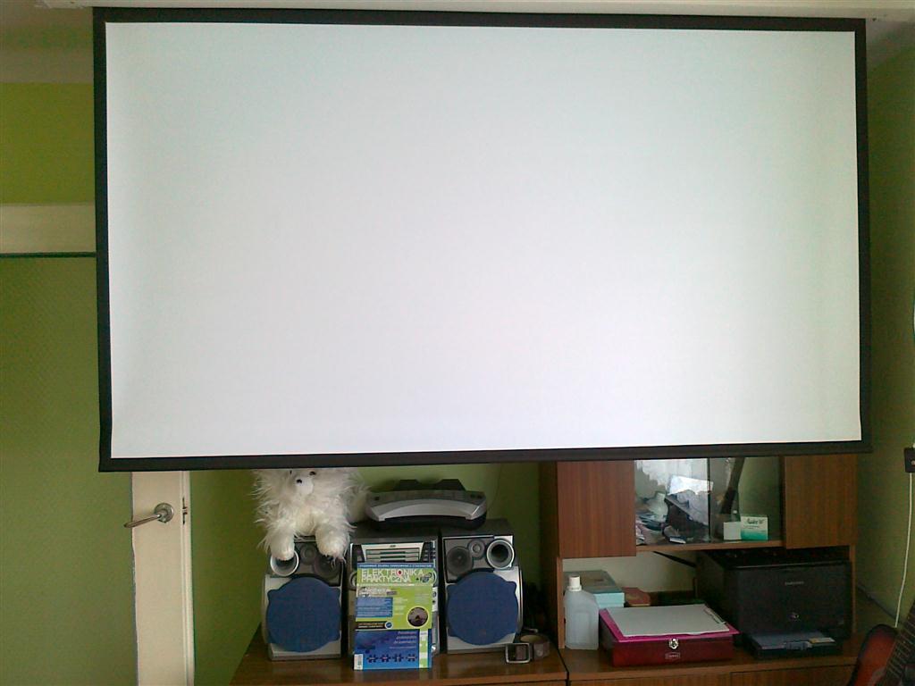 Jak oszuka� projektor, �eby pracowa� bez lampy?