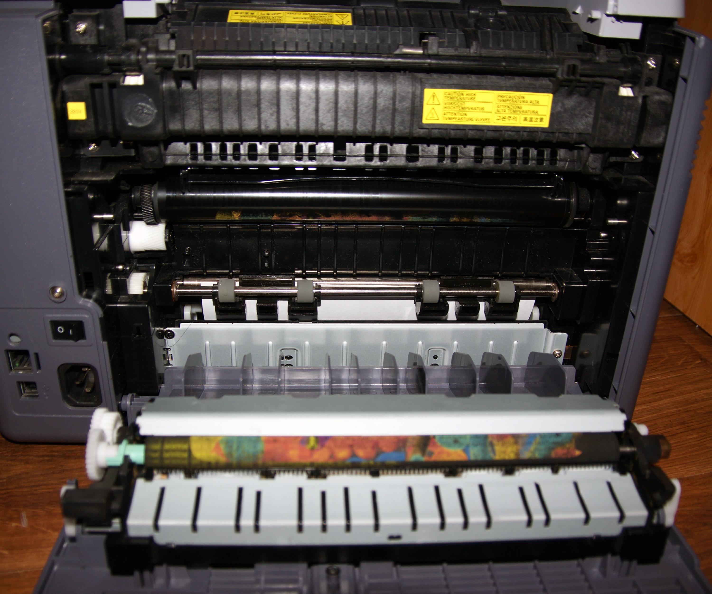 Samsung CLP 300 zacinaj�cy si� papier na rolkach