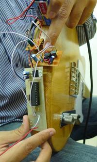 Przystawka do bezprzewodowej transmisji między gitarą a wzmacniaczem