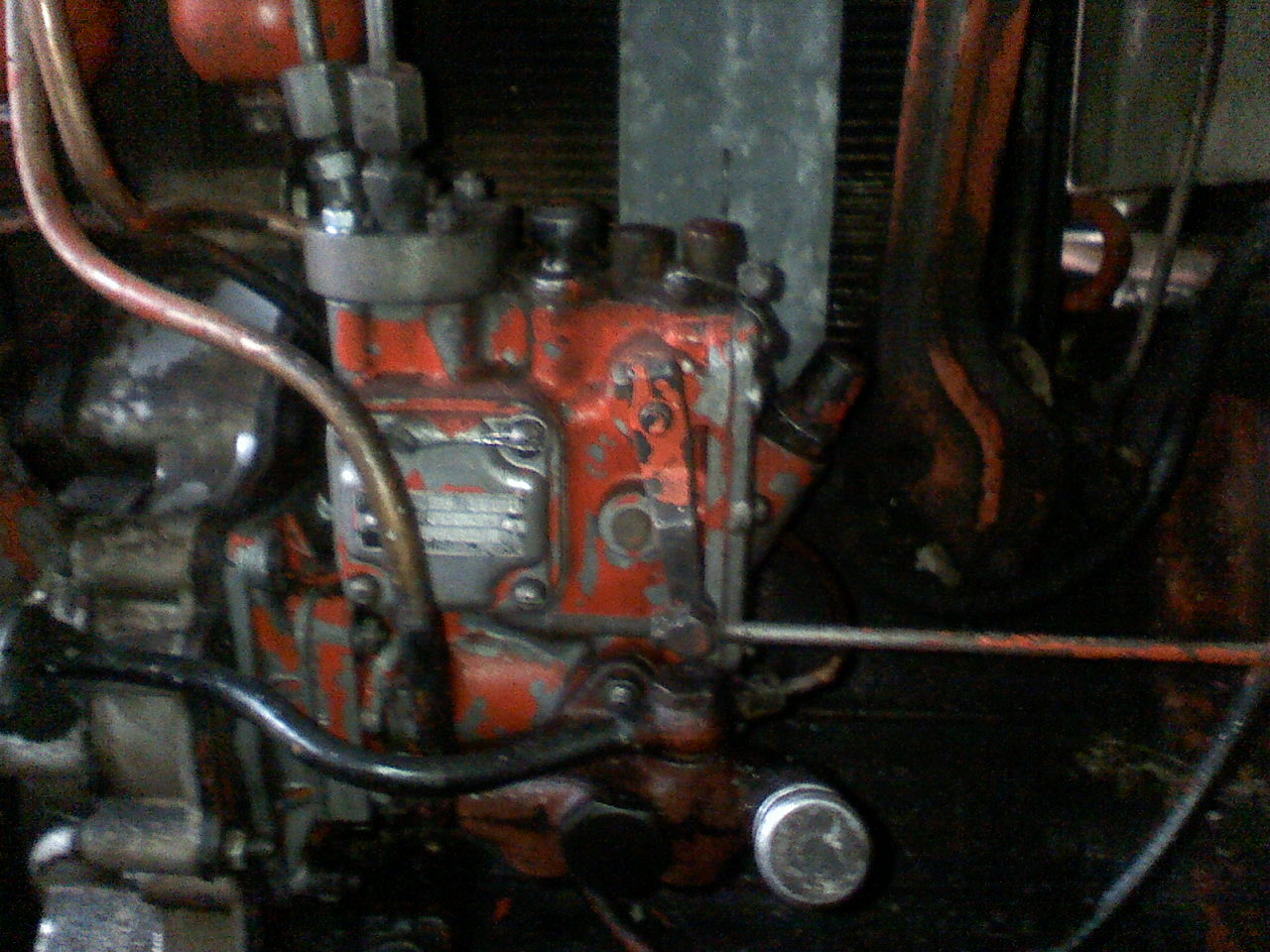 ci�gnik T25 - wymiana oleju w pompie paliwowej