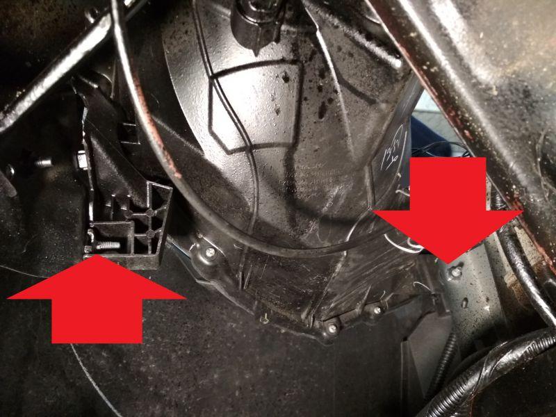 Montaż przednich świateł przeciwmgielnych w Nissanie Micra K13