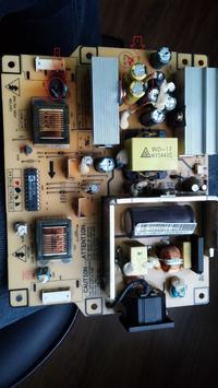 SAMSUNG 730MP - pali kondensatory, słaby kontrast