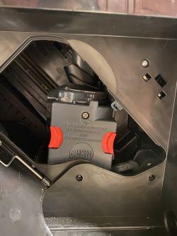 DeLonghi Magnifica ESAM 3000 - zblokowany zaparzacz po złym założeniu