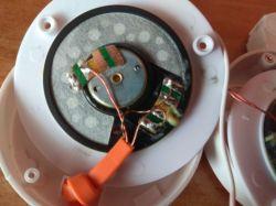 H2800 F6J06AA - Oderwane kabelki idące z lewej do prawej słuchawki