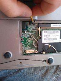 Dell inspiron 8600 - mrugaj�cy CAPS LOCK, brak opornika smd-jaka warto��?