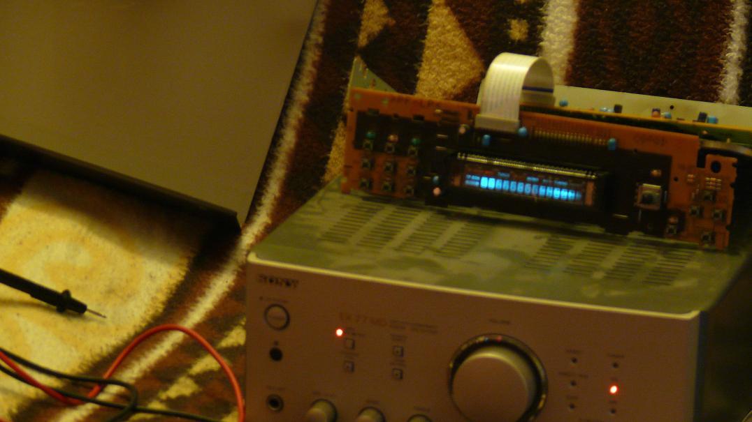 Sony EX 77 MD - Nieprawd�owe dzia�anie wy�wietlacza VFD w odbiorniku radiowym