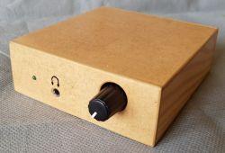 Wzmacniacz stereo małej mocy w obudowie