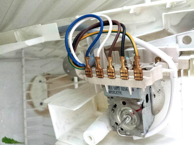 Termostat w lodówce Whirlpool ART 812/G/WP