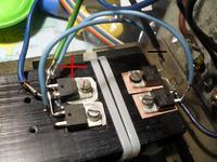 Prostownik - zwarcie radiatora z obudową