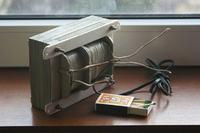 Transformator a przewód PE