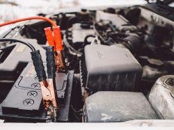Akumulator samochodowy - jak ładować bez dedykowanego prostownika?