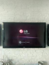 LG 42LD650 - zawiesza się przy logo startowym LG