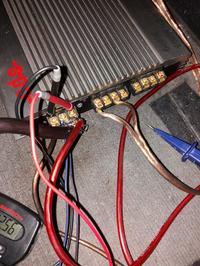 Wzmacniacz Audio - (mruga dioda Power, w rytm basu?)