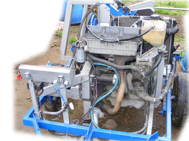 R�bak- rozdrabniacz ga��zi na bazie silnika diesla.