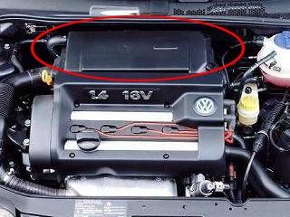 VW Golf IV ,1.4 16V,1999r - Golf IV 1,4 16V 99 dymi na biało