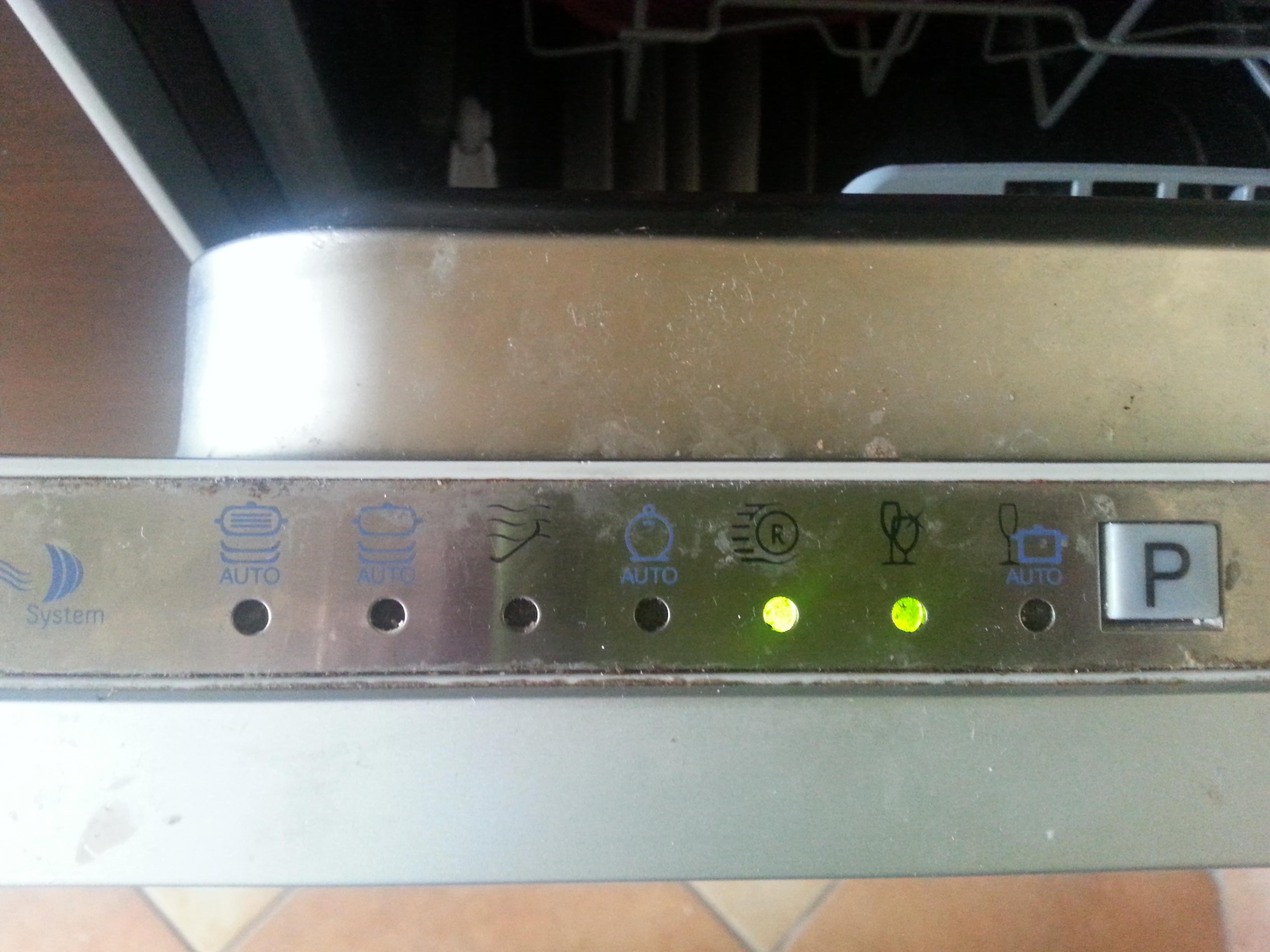 Zmywarka Ariston LI 672A  - mijaj� kontrolki 5 i 6, piszczy w trakcie programu