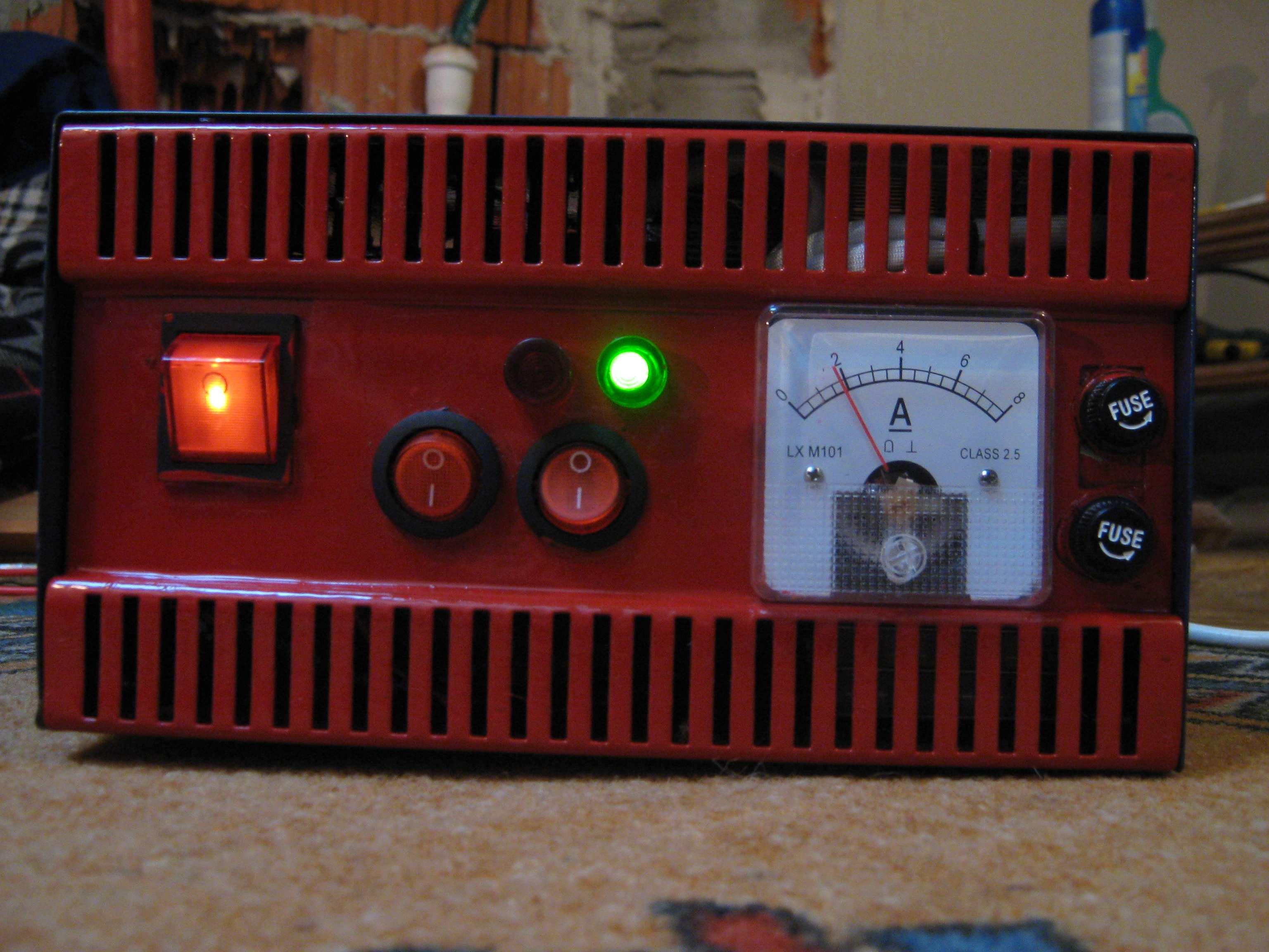 Automatyczny prostownik do �adowania akumulator�w 6A