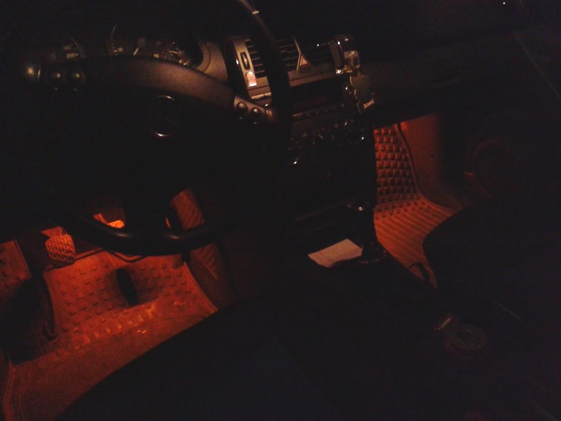 MERCEDES A150 2004 - O�wietlenie n�g pasa�era i kierowcy