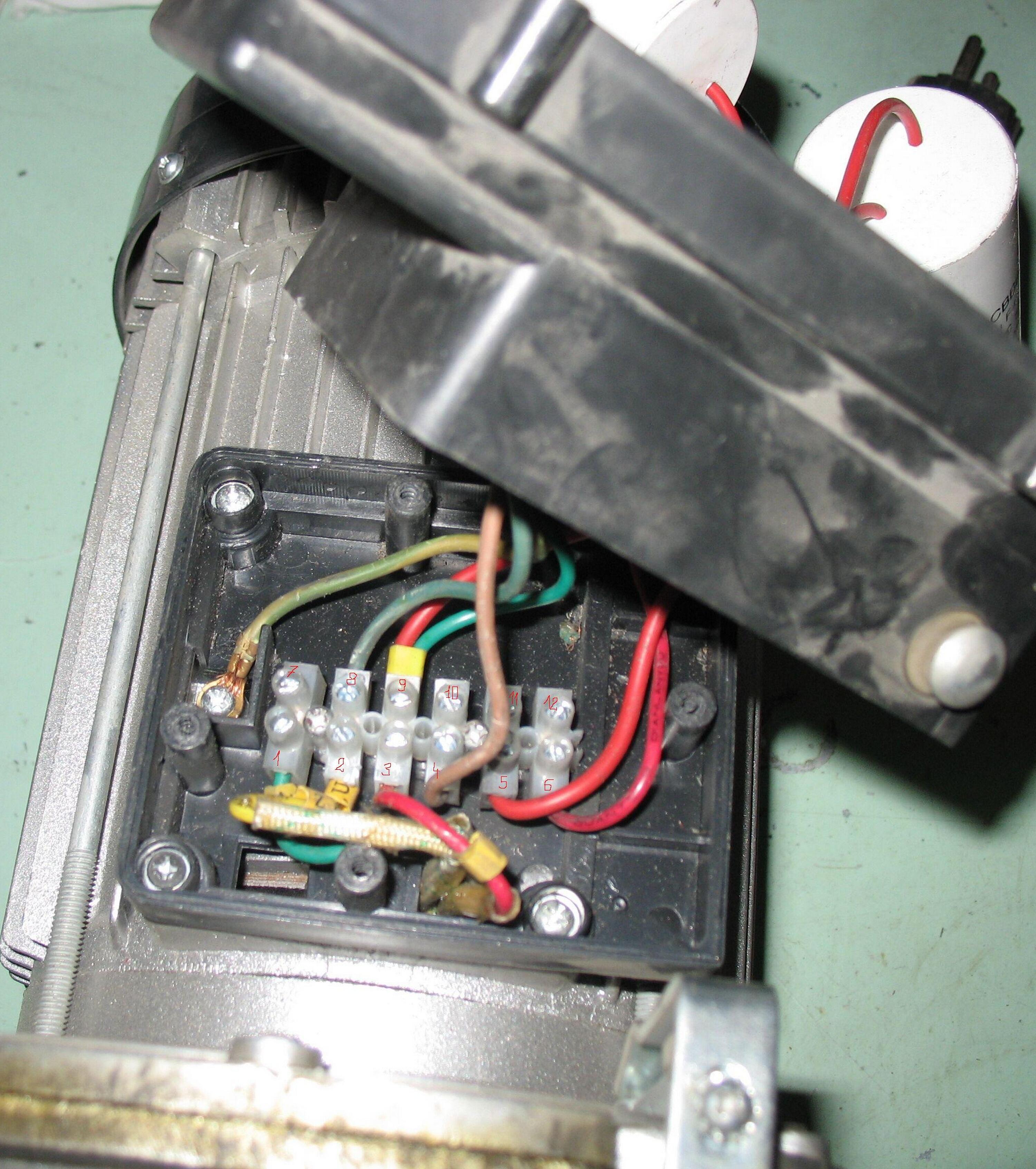 Jak pod��czy� kaset� steruj�c� w wyci�garce linowej