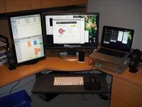 Coraz wi�cej u�ytkownik�w komputer�w korzysta z dw�ch lub wi�cej monitor�w