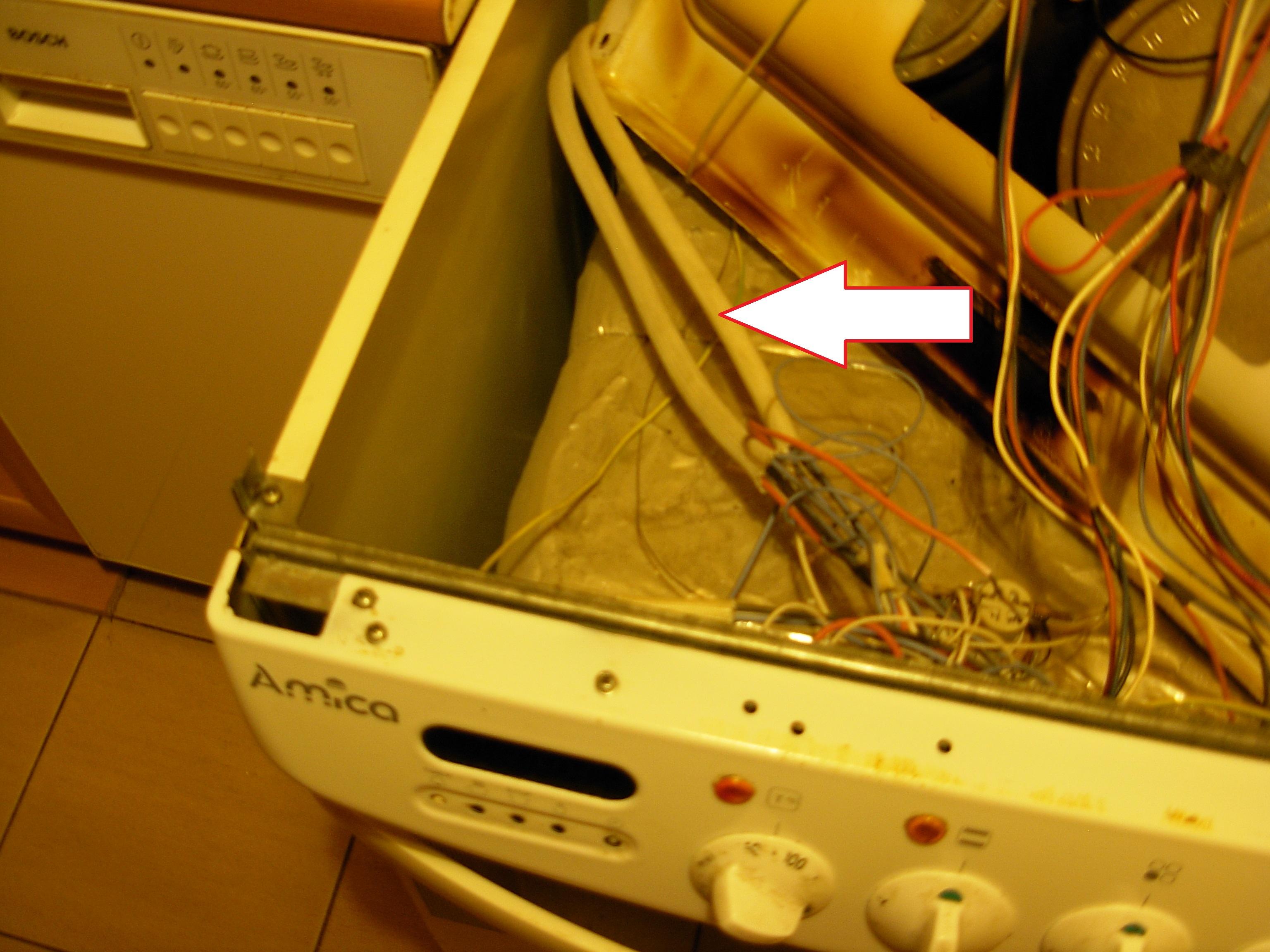 Kuchnia elektryczna Amica C 602.8.Te-nie dzia�a piekarnik i wy�wietlacz