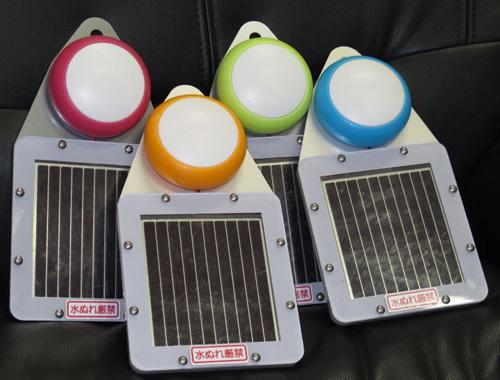 Zasilana s�onecznie lampa LED z ogniwami DSSC dla miejsc dotkni�tych tsunami